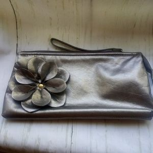 🍄Small Sephora Silver Clutch Bag with Flower